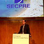 El Dr. Antonio Díaz Gutiérrez, cirujano plástico en Madrid y una de las grandes referencias españolas en cirugía mamaria modera la mesa sobre mama.